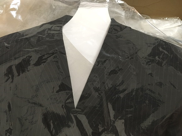 プラスキューブの梱包~厚紙を着たジャケット