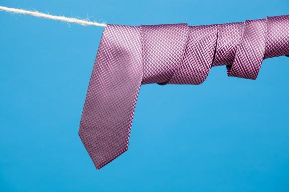 ネクタイを自分で洗っちゃいけない理由